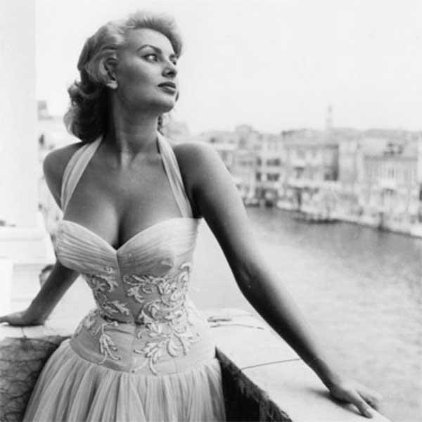 Sophia Loren posing in Venice - white dress
