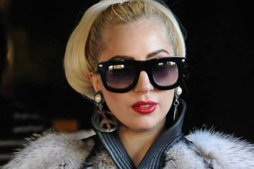 lady-gaga,-fur-coat