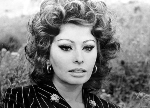 Sophia Loren - La Bella Fashionista (1)