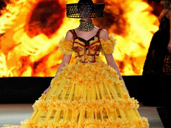 alexander-mcqueen-paris-2013-women