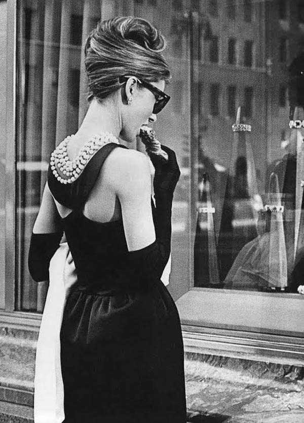 Audrey-Hepburn-Breakfast-At-Tiffanys.jpg