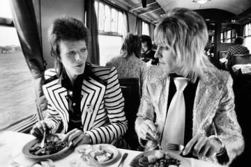 Bowie_RonsonLunch1973cMickRock