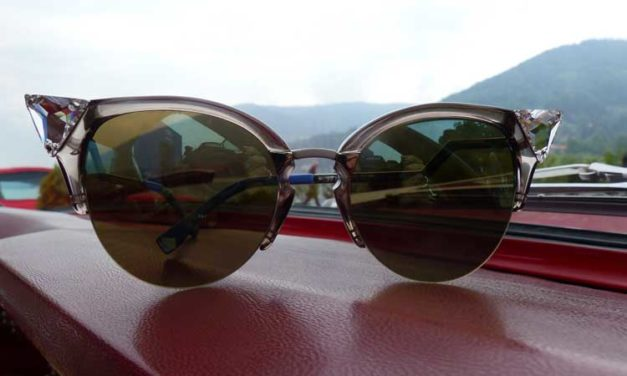 Sunglasses – Etiquette At An Outdoor Wedding