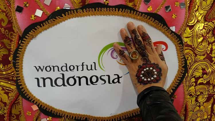 gracie-opulanza-wonderful-indonesia-henna-tattoo-2