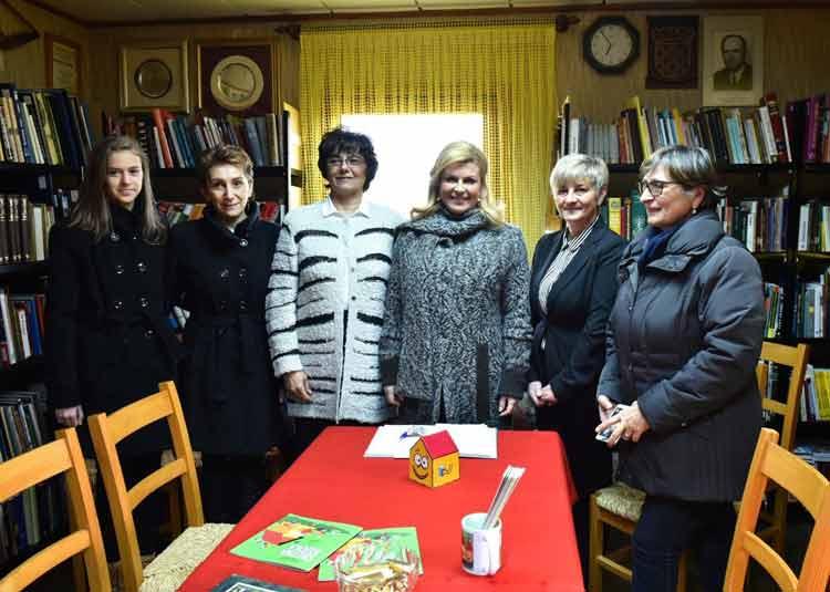 kolinda-grabar-kitarovic-crotia-president-wearing-knitwear-by-mihaela-markovic-jpg-1